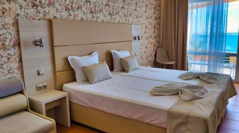 Aphrodite_hotel_room_sea4